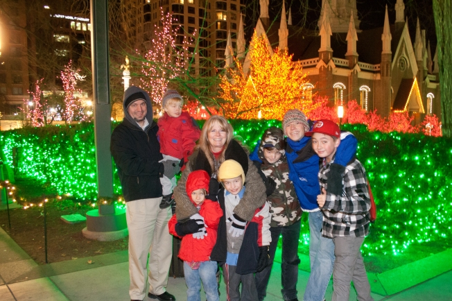 Temple Square kids with mom